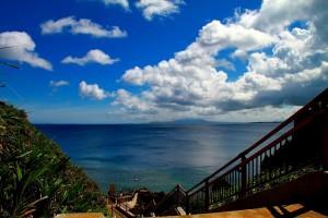 青の洞窟ビーチの階段