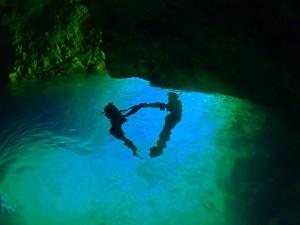 青の洞窟水面の青