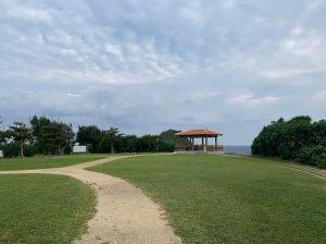 真栄田岬の芝生