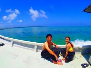 ボートから眺める沖縄の海