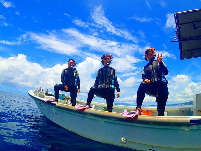 ボートから海にジャンプ