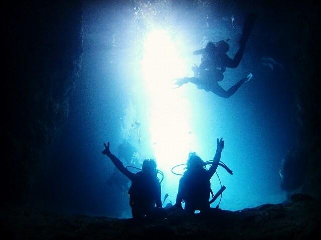 春時期の青の洞窟が綺麗な時間