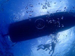 船の下でバブルリング