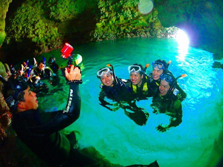 青の洞窟コース中の撮影