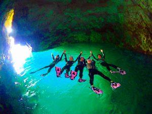 青の洞窟が輝いている