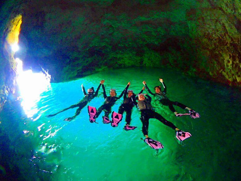 毎日5組限定!青の洞窟ボートシュノーケリング&パラセーリング5