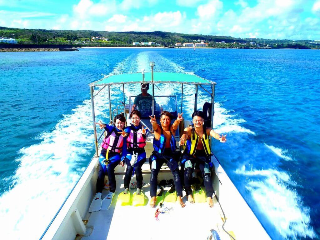 夏はボートで青の洞窟にいくのが快適です。