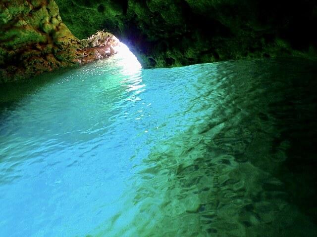 沖縄青の洞窟はシュノーケリングとダイビングできます。