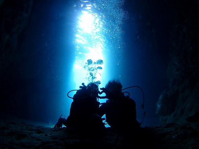 毎日5組限定!青の洞窟ボート体験ダイビング&パラセーリング5