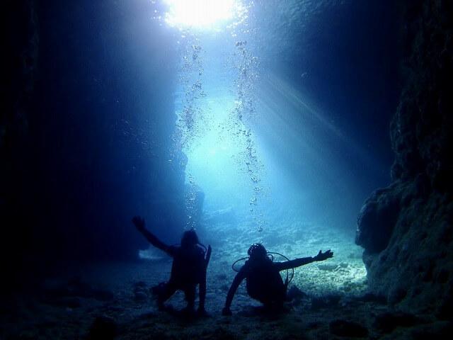 毎日5組限定!青の洞窟ボート体験ダイビング&パラセーリング4