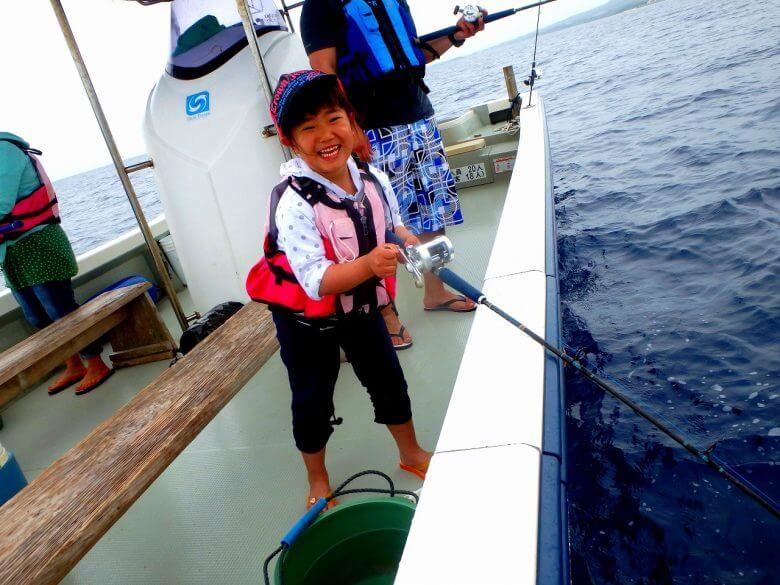 貸し切り船でグルクン釣り 初心者・お子様OK6