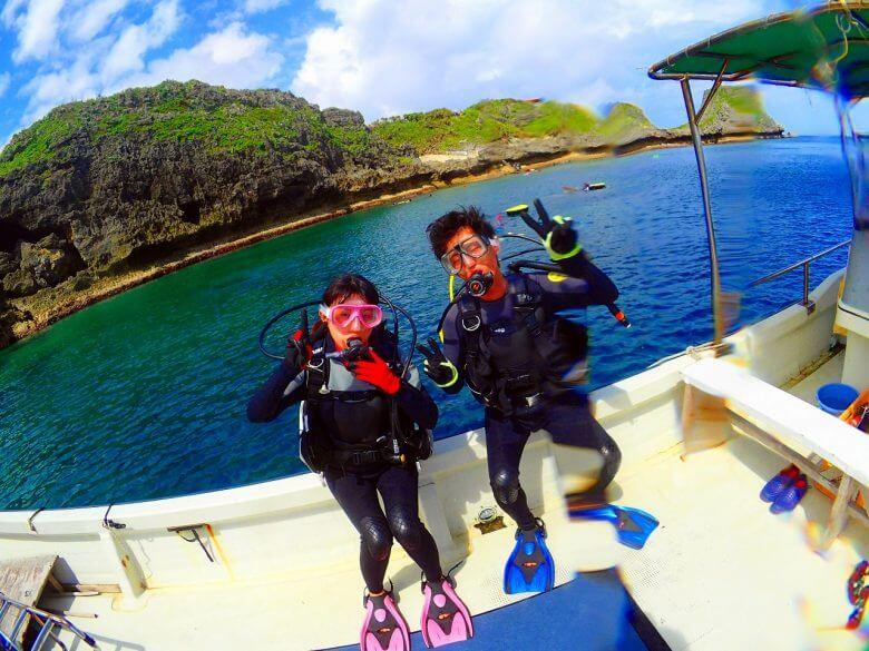 真栄田岬についたらすぐ海にはいれます!