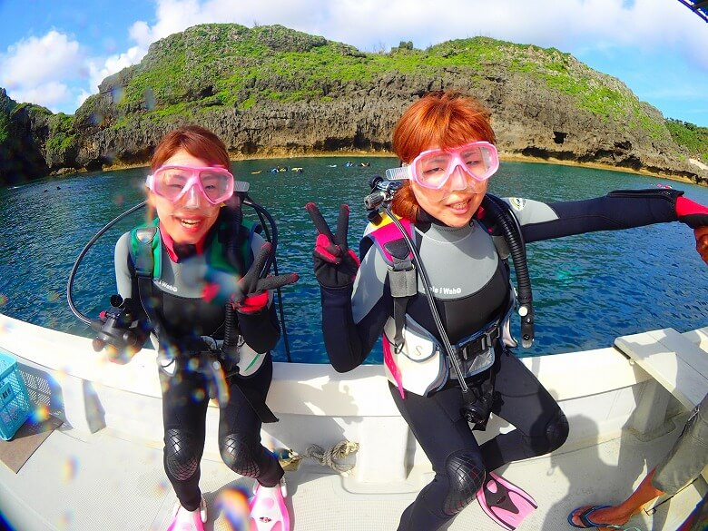 真栄田岬についたらすぐ海に入れます!