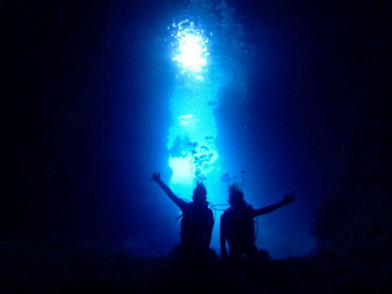 店舗貸切ボートで青の洞窟ダイビング8