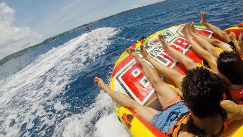 ウォータートイで沖縄の海疾走。