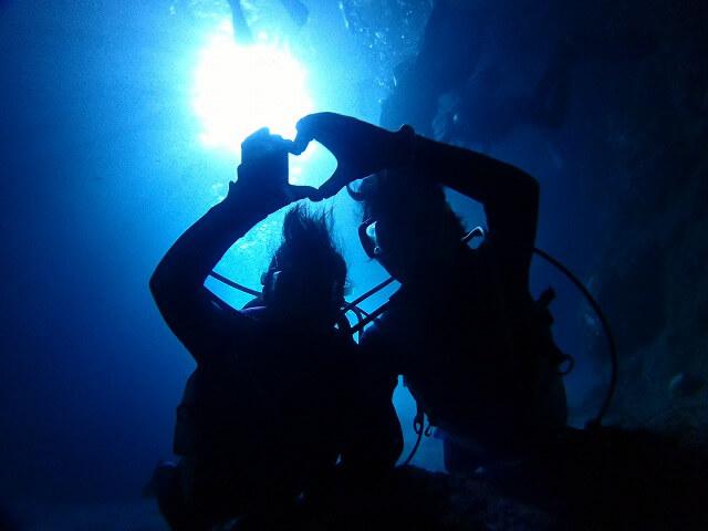 店舗貸切ボートで行く!青の洞窟体験ダイビング
