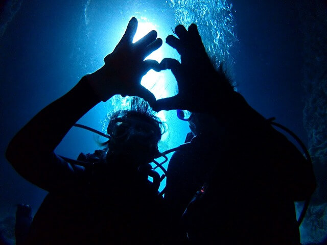 店舗貸切ボートで青の洞窟ダイビング1