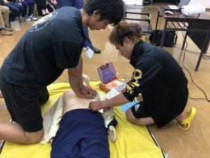 AEDを装着している