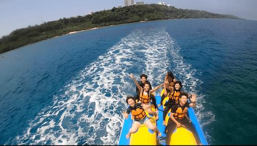 沖縄の人気アクティビティといえばやっぱりバナナボート