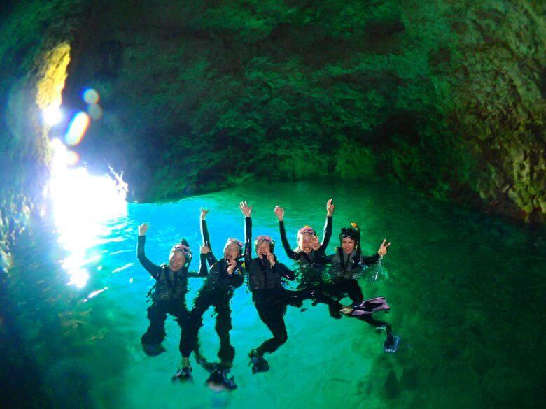 沖縄贅沢セット♪ パラセーリング&青の洞窟シュノーケリング&絶叫ウォータートイ3