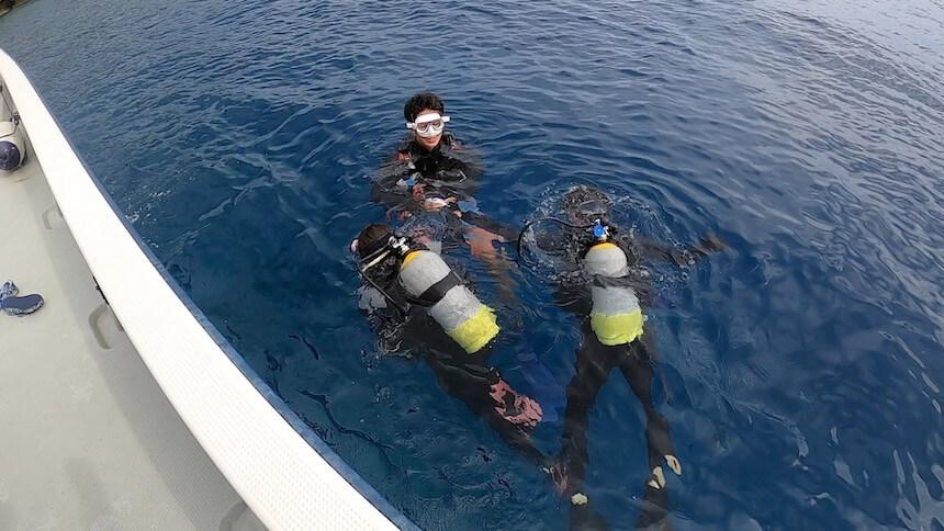 青の洞窟ダイビング前にしっかり呼吸の練習をします。