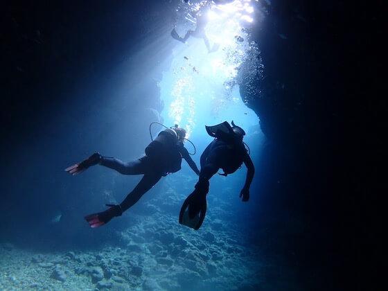 初心者でも楽しめる沖縄青の洞窟体験ダイビングツアーです。