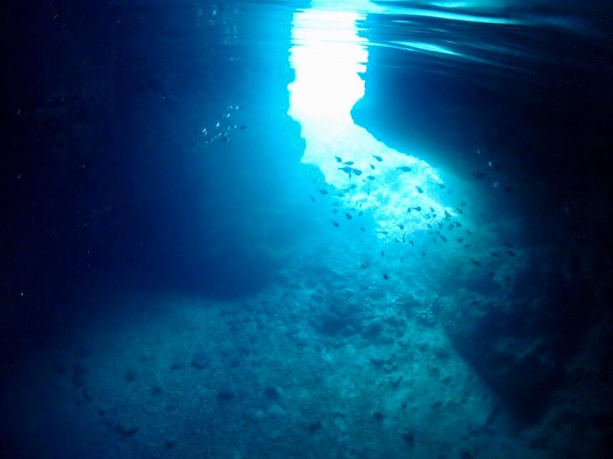 沖縄青の洞窟 水中の輝き