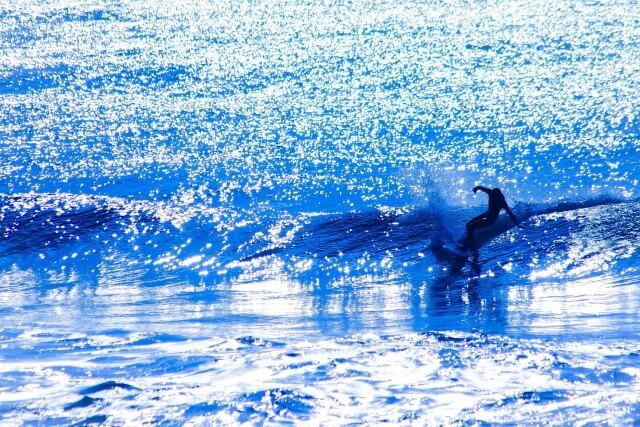 沖縄はサーフィンも体験できます。