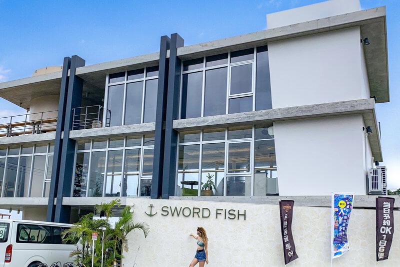 ソードフィッシュは新店舗で快適な沖縄アクティビティツアーを開催しています。