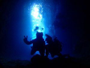 青の洞窟キレイな青