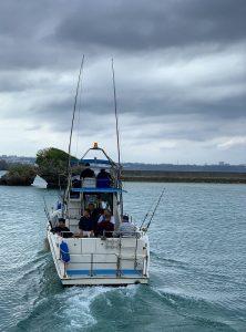 大型船で沖縄で釣りいきます