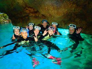 青の洞窟で家族写真