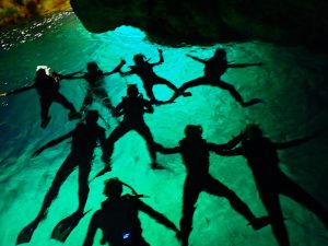 沖縄 青の洞窟でリラックス