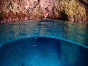 恩納村 青の洞窟の中